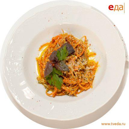 Морковные спагетти с соусом песто