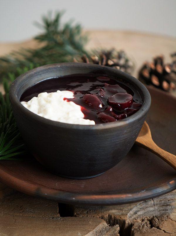 Lækkert hjemmelavet kirsebærsauce fyldt med gode sager og velsmag - perfekt til risalamanden og smager helt og aldeles forrygende - få opskriften her