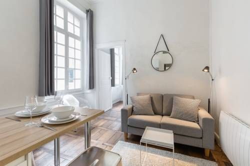 L'Horloge Rennes Located 800 metres from Les Champs Libres, L'Horloge offers accommodation in Rennes. The unit is 1.2 km from Rennes University Hospital. Free WiFi is offered throughout the property.