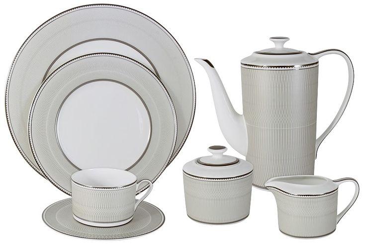 Чайный сервиз из костяного фарфора на 12 персон «Маренго»      Бренд: Naomi;   Страна производства: Китай;   Материал: костяной фарфор;   Коллекция: Маренго;   Количество персон: 12;   Количество предметов: 40 шт;   Объем чашки: 250 мл;   Объем чайника: 1,4 л;   Объем молочника: 250 мл;   Объем сахарницы: 350 мл;         Чайный сервиз из костяного фарфора на 12 персон «Маренго» состоит из 40 предметов:         12 чашек 0,25 л;      12 блюдец;      12 тарелок 21,5 см;      1…