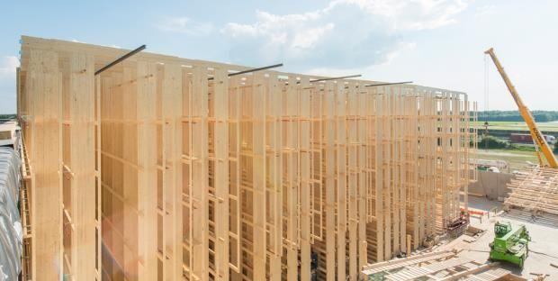 Bau des weltweit größten Hochregallagers in Lorsch. In Lorsch ließ Alnatura das weltweit derzeit größte Hochregallager aus Holz bauen. Nachhaltig und ästhetisch sollte es auch werden.
