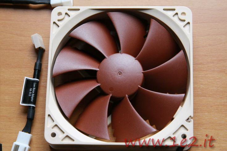http://www.1e2.it/recensione-noctua-nf-p12-pwm-ventola-da-120mm/ La nuova ventolaNoctua NF-P12 PWM è l'ultima evoluzione con chip Power Management della versione NF-P12 uscita un anno fa. L'introduzione del PWM (Pulse Width Modulation) aumenta non solo l'efficienza e la resa ma migliora anche le caratteristiche. Il connettore a 4 pin è comunque utilizzabile sugli attacchi a 3 pin. La Confezione Noctua da sempre cura molto tutti i dettagli...