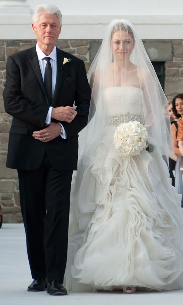 Chelsea linton weddings chelsealintonweddings com read more http - Chelsea Clinton Wore A Vera Wang Wedding Gown For Her Wedding To Marc Mezvinsky In 2010