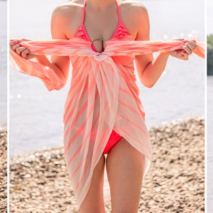 Aus 1 mach 5: Wir zeigen euch in einfachen Anleitungen, wie ihr euer Sommertuch zu coolen Outfits binden könnt!