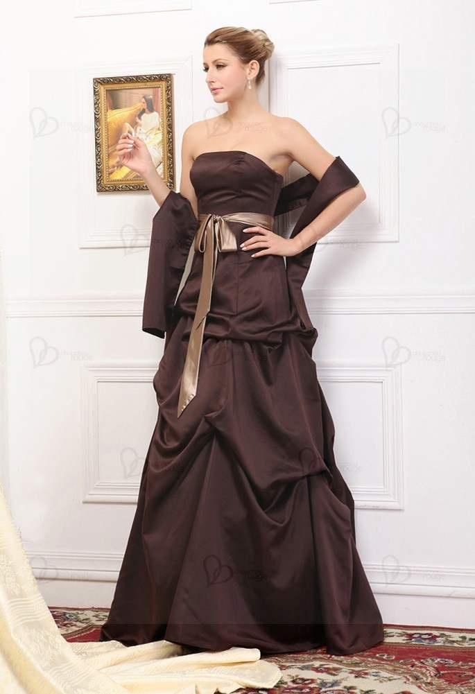http://www.chouchourouge.com/robes-de-soiree-tendance.html    Robe de soirée marron en satin, la meilleure vente de notre année 2010. elle établit un record de 700 vente par mois. La conception assez simple d'une robe longue bustier, mais cette robe est tout connu par sa haute qualité et sa forme bien correspond à votre silhouette. Une ceinture en marron flash serre votre finesse de taille et l'effet ride sur la jupe vous donne plus de élégance.