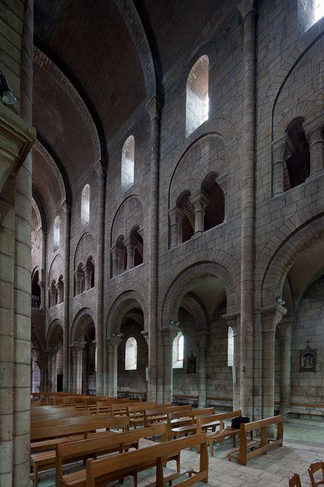 Nave elevations, Église Saint-Etienne, Nevers (Nièvre)  Photo by Dennis Aubrey