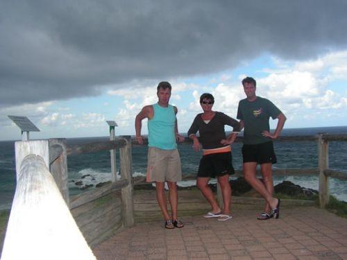 Frank, Pien en Jone op Cape Byron, het meest oostelijke deel van het vaste land van Australië. Camperreis Down Under/Australië. 2005.
