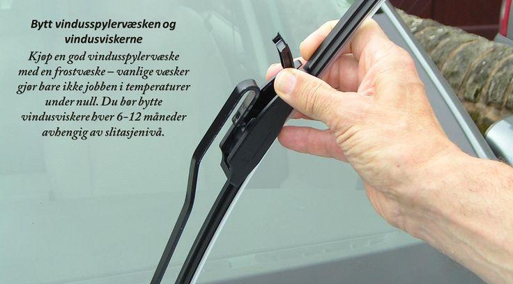 Fyll opp væskene I tillegg til bremse-væsken, er det en god ide å sikre at alle de andre væskene i bilen din er fylt på. Dette inkluderer motoroljen din, servo-styringen, og gir-væsker, vindusspylervæske og frostvæske. Siden du sannsynligvis bruker vindusviskere mer i de våte månedene enn andre deler av året, så er det god ide å ha med en kanne med vindusspylervæske i bagasjerommet ditt – bare i tilfelle du går tom mens du er på veien. #piggfriedekk