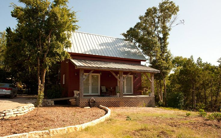 A 336 square feet guest home in Waco, Texas. Designed and restored by Heritage Restorations.