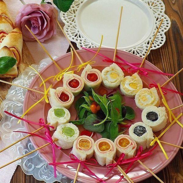 あたたかく春らしい日が少しずつ増え、お花見が待ち遠しい季節になりました。今回は、以前ご紹介したお花見にぴったりのフィンガーフード【おかず編】に続き、【主食編】をお届けします! 具だくさんのおにぎりやカラフルで可愛いサンドウィッチなど、「食べやすさ」に加えて「食べ応え」もばっちりの、ボリューム満点レシピをまとめました。