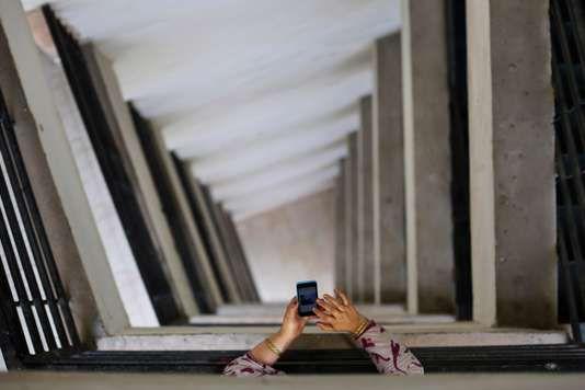 """Bientôt la fin des smartphones subventionnés? - Lex-trublion des télécoms a annoncé vendredi 9mars avoir obtenu de la Cour de cassation une décision contre SFR de nature à remettre en cause la subvention des terminaux mobiles en France. - http://ift.tt/2FwDEQa - \""""lemonde a la une\"""" ifttt le monde.fr - actualités  - March 09 2018 at 11:56AM"""