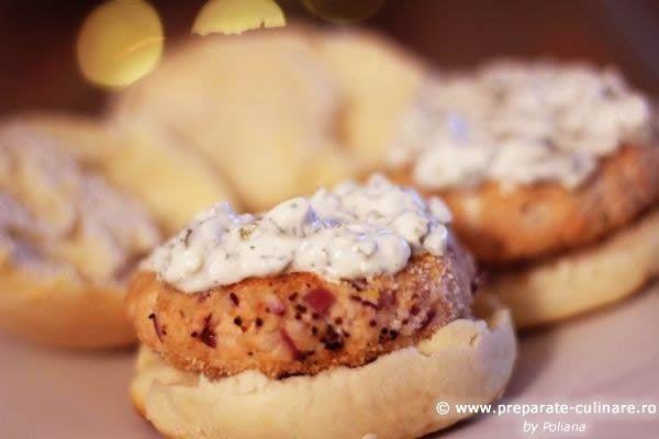 Salmon burgers with yoghurt sauce