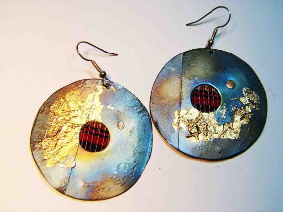 Modern and beautiful hand fabricated titanium earrings with hand made copper waving  Material : titanium ,copper , Dimension:5 cm Weight:20 grams stamp:yes