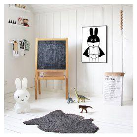 MY HOMEFLAIR ist ein Online Store für Möbel, Home Accessoires, Home Textilien und Lifestyleprodukte. Im Fokus stehen natürliche Materialien, eine dezente Farbwelt und eine klare Formensprache. Dabei wechseln sich bekannte Designer mit spannenden Newcomer Labels ab und unangefochtene Designklassiker treffen auf Must Haves für Interiorliebhaber. Find your Lovepiece!