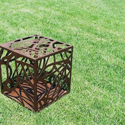 BOUQUET. Decorazione in #Corten per il tuo giardino.  Design Marica Lestingi.  Scopri i nostri prodotti su www.trackdesign.net #trackdesign #corten  #inspiration  #decor #pattern #arredo #cortensteel  #color #outdoor #garden #green #design #designer #natu