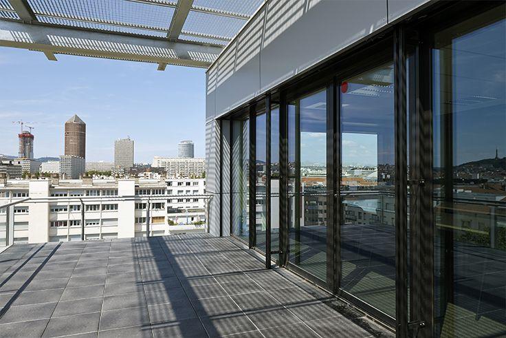 APRILIUM 2 (69). Architecte : Agence AFAA (69), Entreprise : Diagonale (69), Photo : Gilles Aymard. Solutions WICONA utilisées : Portes Absys Droits Réservés WICONA