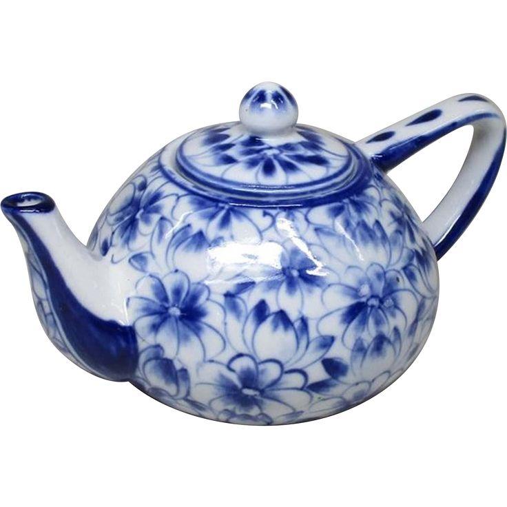 Japanese Vintage Seto yaki Porcelain Teapot  #VintageBeginsHere at www.rubylane.com @rubylanecom