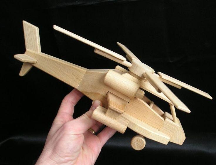 USA bojový vrtulník Apache. Dřevěná pohyblivá hračka české výroby. skladem k dodání www.soly.cz
