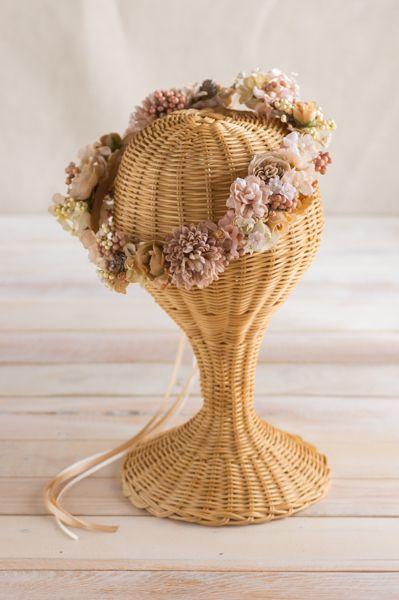 【数量限定】ピンクベージュ ナチュラルアンティーク実たっぷり リボン花冠 商品詳細 花冠やウェルカムボードなど手作りで制作します ウェディングのお店 Cocochi Mille