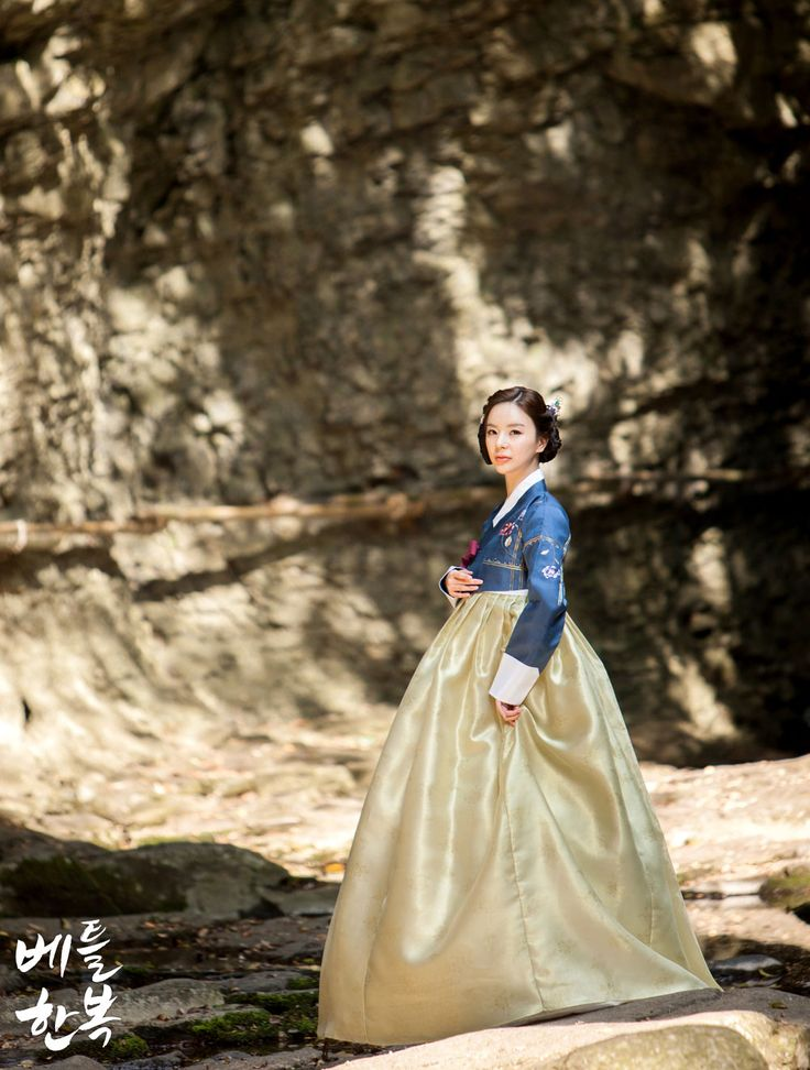Korean traditional clothes[한복] #picture #natural #girl #korean #여자한복 #고급한복 #hanbok  #bettl #modern #fusion #베틀한복 #예쁜한복  자연과 함께 멋을 뽐내고 있는 한복의 진 면모를 느껴보세요:D