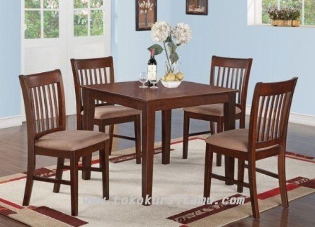 Meja Makan Jati Jari-Jari SMK-012 terbuat dari kayu jati dengan kombinasi jok spoon pada dudukannya yang nyaman cocok untuk ruang makan anda.