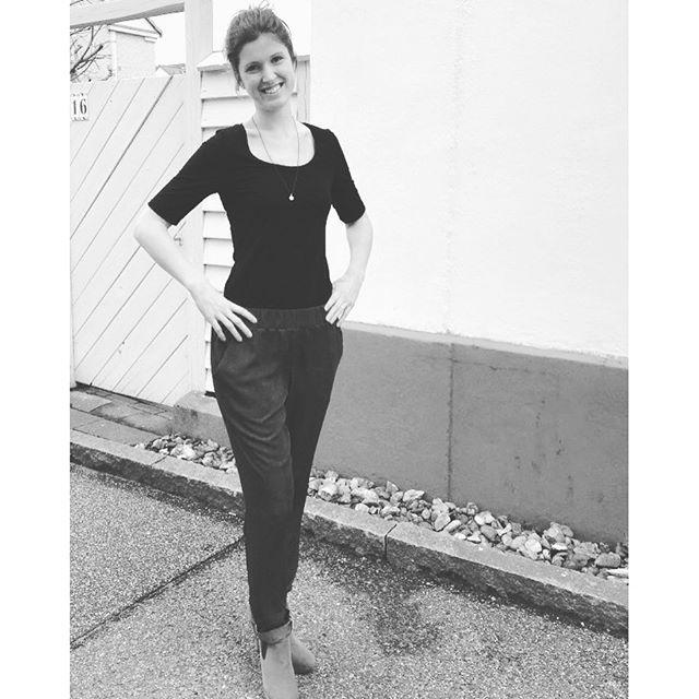 Nemme bukser (fra Sysiden #15) i tre udgaver. Louise fortæller om den proces der forfiner mønstret buks for buks, til det er præcis som hun vil have det