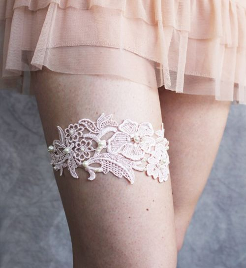 Garters are not my thing but this one is pretty anyway.
