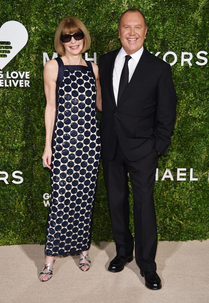 Anna Wintour Photos Photos - Editor-in-Chief at Vogue Anna Wintour and fashion designer Michael Kors attend the God's Love We Deliver Golden Heart Awards on October 17, 2016 in New York City. - God's Love We Deliver, Golden Heart Awards - Arrivals