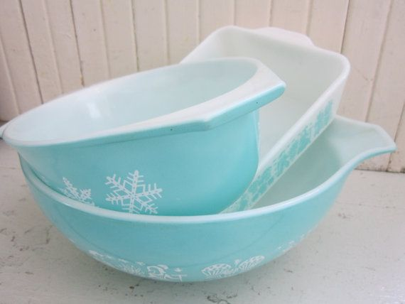 Vintage 1950s Pyrex Casserole Dishes Mixing Bowl Set by Bingville