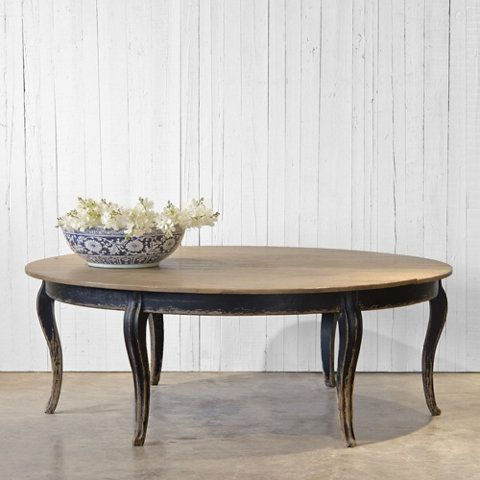 Circular dining room tables