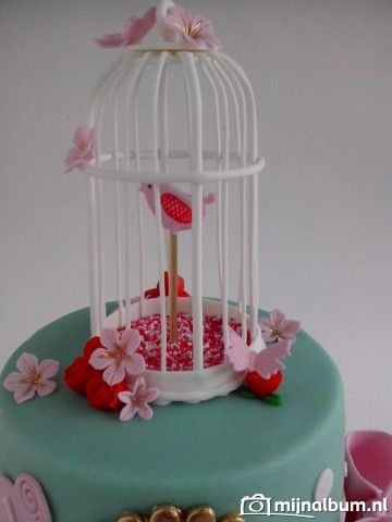 Easy bird cage tutorial. It is in Dutch but the pictures made the tutorial look easy.
