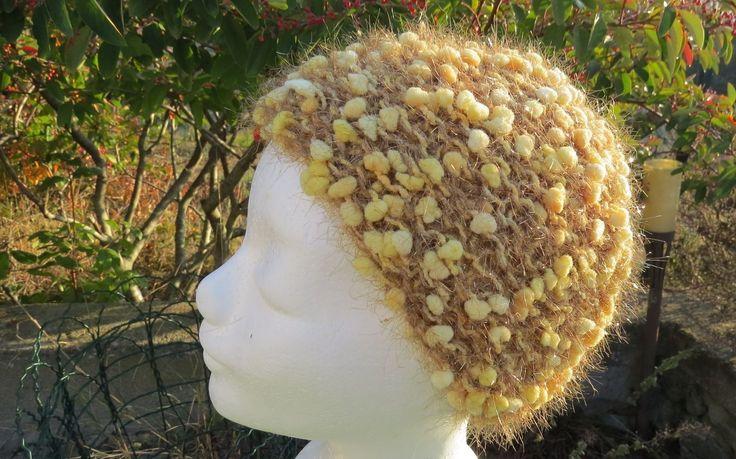 Bonnet jaune laine fantaisie à petits pompons