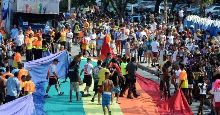 Parada do Orgulho LGBT tem furtos na orla de Copacabana, no Rio