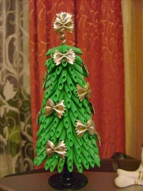 Como fazer árvore de natal e enfeites com macarrão e tinta spray   UMA CASA IGUAL A SUA