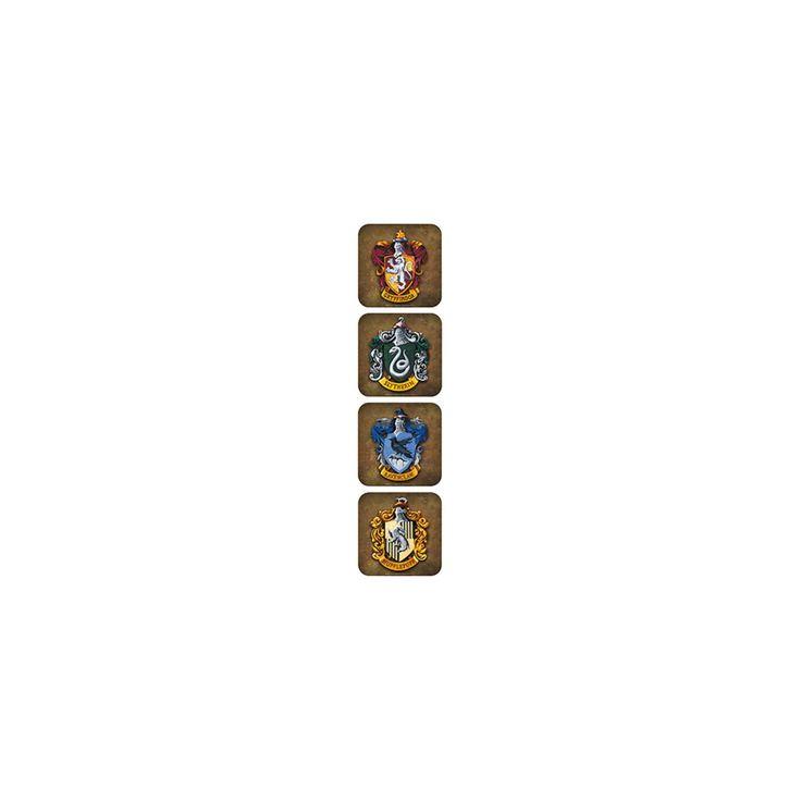 Harry Potter - Crests - onderzetters - 4 stuks - materiaal: kunststof/kurk Deze set van 4 onderzetters zijn gemaakt van kunststof/kurk en zijn perfect voor alle Harry Potter fans! Op de onderzetters staan afbeeldingen van de vier afdelingen: Griffoendor, Zwadderich, Ravenklauw, en Huffelpuf.