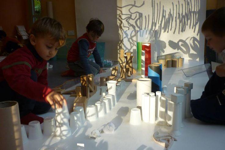 3-year old exploration at Scuola dell'Infanzia Robinson Crusoe in Reggio Emilia