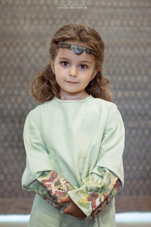 Փոքրիկ հայ աղջիկ | Armenian girl with traditional head jewelry
