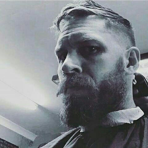 Tom Hardy having his hair cut. He is so adorable! !