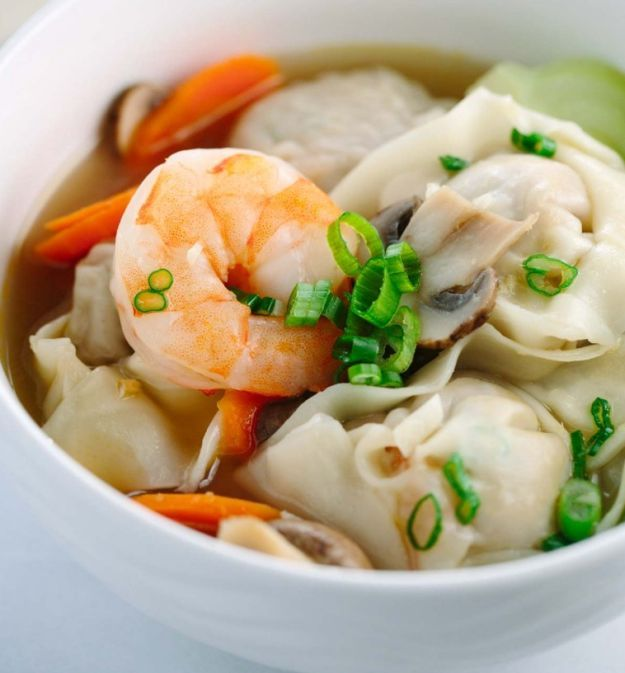 Easy Homemade Wonton Soup | 12 Easy Asian Recipes To Try At Least Once, check it out at http://homemaderecipes.com/easy-asian-recipes/