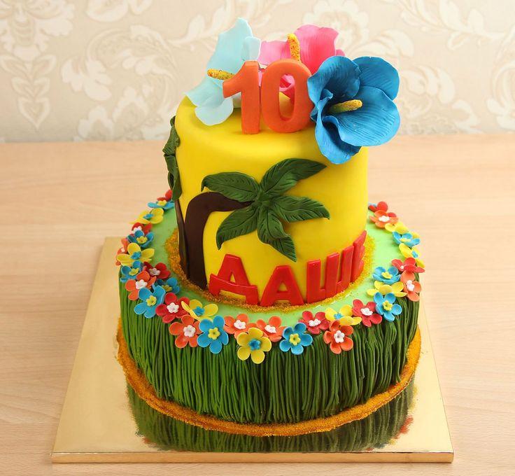 """Свадебный торт """"Гавайский""""  Если вы хотите немного жаркого летнего солнца на вашей свадьбе, то мы предлагаем вам свадебный торт #гавайский. Яркий и красочный торт с пальмой и цветами на верхнем яруса, а нижний ярус оформлен в стиле гавайской юбки🙈 Заказав такой торт, молодожены и все гости, приглашенные на свадебное торжество почувствуют себя словно на Гавайях🌴🌴🌴  Изготовление тортика как на фото возможно от 2-х кг и всего 2350₽/кг  Специалисты #Абелло готовы помочь с выбором красивого и…"""