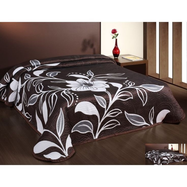 Prehoz na posteľ hnedej farby s hnedými kvetmi