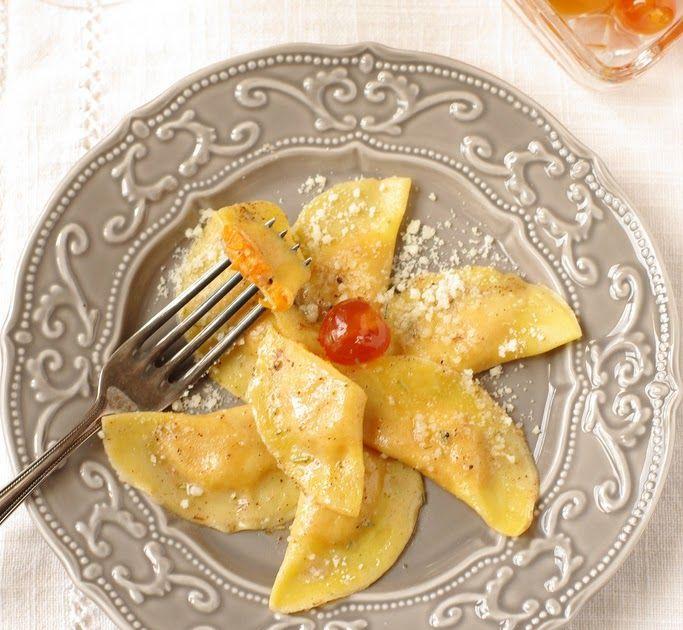 Tortelli di zucca, les ravioli au potiron et amaretti typique de Noël en Italie. Un délice végétal + video.