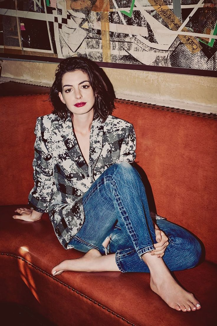 It seems as if Anne Hathaway has been portraying the fashion elite for as long as she's been showing up on our screens. From that epic makeover scene in The Princess Diaries (not to mention the corduroy jacket that launched a million thrifting trips across the country) to The Devil Wears Prada,