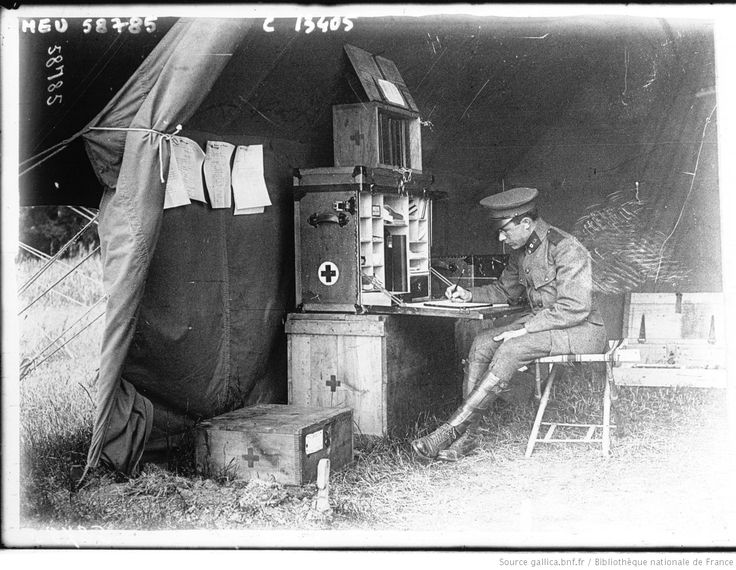 WWI, Salonika; an English doctor in his tent. [photographie de presse] / Agence Meurisse. -Gallica