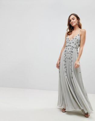 1c0b05ecc Vestido largo con tirantes finos y adornos de pedrería de en 2019 ...