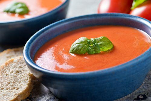 ¿Te atreves con esta sopa de tomate con albahaca?  #sopadetomate #sopadetomateconalbahaca #sopaconcalbahaca #sopasycremas #platoscalientes
