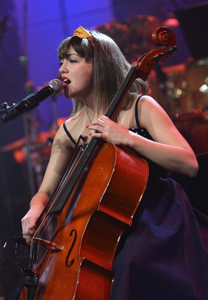 Neyla Pekarek Photos - Cellist Neyla Pekarek of the Lumineers performs onstage at the 55th Annual GRAMMY Awards Pre-GRAMMY Gala and Salute to Industry Icons honoring L.A. Reid held at The Beverly Hilton on February 9, 2013 in Los Angeles, California. - The 55th Annual GRAMMY Awards - Pre-GRAMMY Gala And Salute To Industry Icons Honoring L.A. Reid - Show