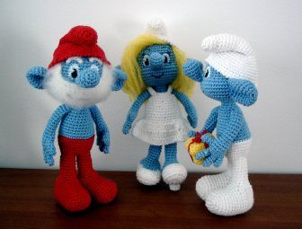 Lovely free amigurumi patterns from AmigurumiBB, including dolls, ducklings, elephants and Smurfs!