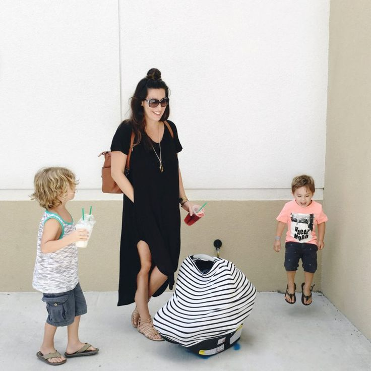 Mom fashion while breastfeeding... finding the right items to stay fashionable and in style isn't always easy, but it can be done! Stay in style postpartum with these simple looks.