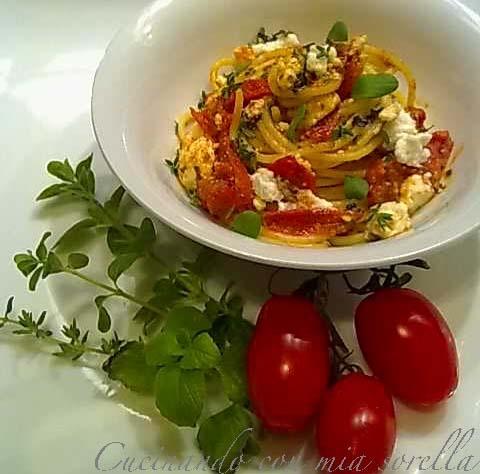 Spaghetti con Pesto di Erbette Aromatiche e Ricotta